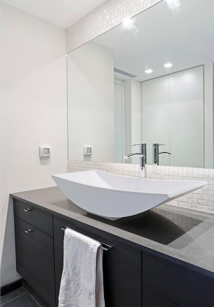 Custom bathroom mirrors in barrie ontario barrie glass for Custom made mirrors for bathrooms